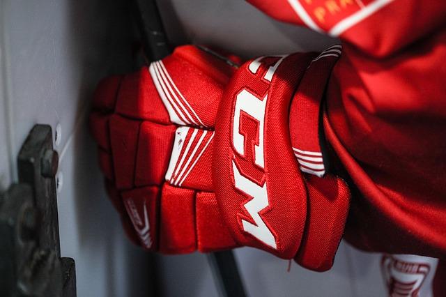 Hokejové rukavice – dokonalá ochrana proti zime aj úrazu