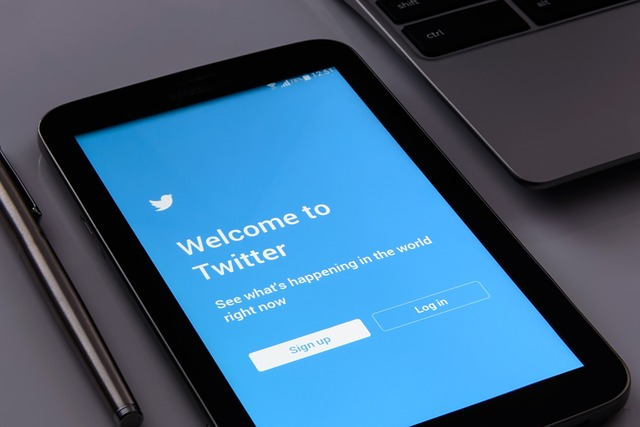 """Twitter zavádza """"skryté odpovede"""", aby vám umožnili skrotiť toxické diskusie."""