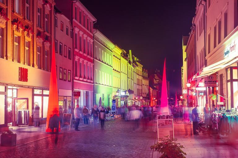 Osvetlená ulica, festival svetiel.jpg
