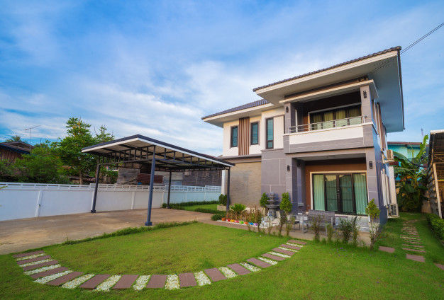 modern-house-with-sky_35076-483